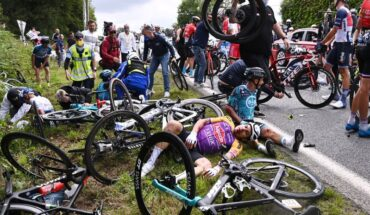 1624742126854 2021 06 26T182455Z 1507268601 UP1EH6Q192JD7 RTRMADP 3 CYCLING FRANCE Cropped 1